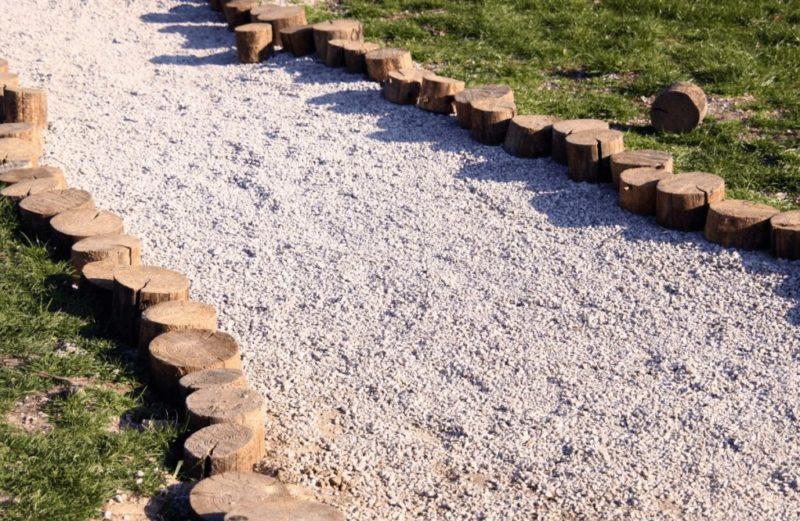 Как сделать дорожки из щебня на даче?